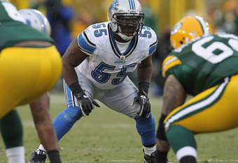 GREEN BAY, WI - JANUARY 01:  Stephen Tulloch #55 of the Detroit Lions awaits the snap against the Green Bay Packers at Lambeau Field on January 1, 2012 in Green Bay, Wisconsin. The Packers defeated the Lions 45-41.  (Photo by Jonathan Daniel/Getty Images)