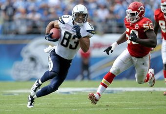 Vincent Jackson would open up the field for Vernon Davis