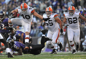 BALTIMORE - DECEMBER 24:  Peyton Hillis #40 of the Cleveland Browns runs the ball against the Baltimore Ravens at M&T Bank Stadium on December 24, 2011 in Baltimore, Maryland. The Ravens defeated the Browns 20-14. (Photo by Larry French/Getty Images)