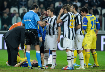TURIN, ITALY - MARCH 03:  Alessandro Del Piero of Juventus FC and referee Andrea Gervasoni during the Serie A match between Juventus FC and AC Chievo Verona at Juventus Arena on March 3, 2012 in Turin, Italy.  (Photo by Claudio Villa/Getty Images)
