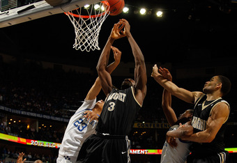 Senior Festus Ezeli powers through freshman Anthony Davis