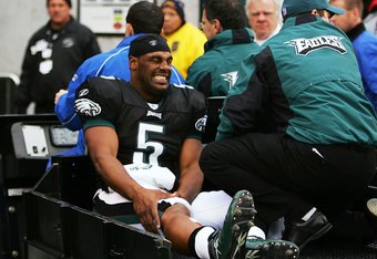 Donovan McNabb tears ACL against Titans