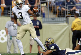 PITTSBURGH, PA - SEPTEMBER 24:  Michael Floyd #3 of the Notre Dame Fighting Irish bobbles the ball before making the catch against the Pittsburgh Panthers during the game on September 24, 2011 at Heinz Field in Pittsburgh, Pennsylvania.  (Photo by Justin