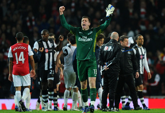LONDON, ENGLAND - MARCH 12:  Wojciech Szczesny of Arsenal celebrates victory at the final whistle during the Barclays Premier League match between Arsenal and Newcastle United at Emirates Stadium on March 12, 2012 in London, England.  (Photo by Mike Hewit