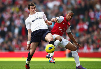 LONDON, ENGLAND - FEBRUARY 26: Gareth Bale of Tottenham Hotspur is challenged by Theo Walcott of Arsenal during the Barclays Premier League match between Arsenal and Tottenham Hotspur at Emirates Stadium on February 26, 2012 in London, England.  (Photo by