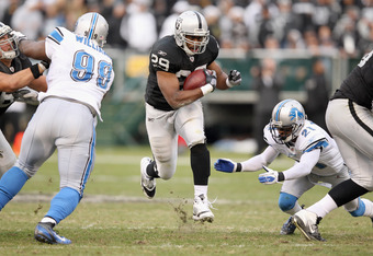 OAKLAND, CA - DECEMBER 18:  Michael Bush #29 of the Oakland Raiders runs with the ball against the Detroit Lions at O.co Coliseum on December 18, 2011 in Oakland, California.  (Photo by Ezra Shaw/Getty Images)