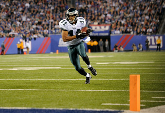 EAST RUTHERFORD, NJ - NOVEMBER 20:  Steve Smith #11 of the Philadelphia Eagles scores on a 14-yard touchdown pass in the second quarter against the New York Giants at MetLife Stadium on November 20, 2011 in East Rutherford, New Jersey.  (Photo by Patrick