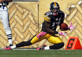 PITTSBURGH, PA - OCTOBER 9:   Mike Wallace #17 of the Pittsburgh Steelers makes a catch against the Tennessee Titans during the game on October 9, 2011 at Heinz Field in Pittsburgh, Pennsylvania.  The Steelers defeated the Titans 38-17.  (Photo by Justin