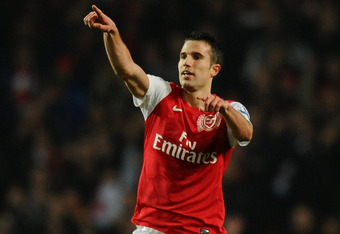 LONDON, ENGLAND - MARCH 12: Robin van Persie of Arsenal celebrates at the final whistle during the Barclays Premier League match between Arsenal and Newcastle United at Emirates Stadium on March 12, 2012 in London, England.  (Photo by Mike Hewitt/Getty Im