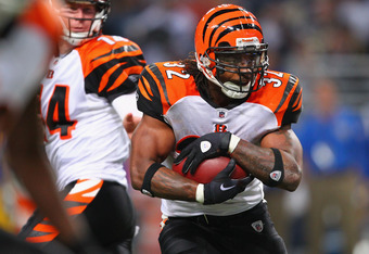 ST. LOUIS, MO - DECEMBER 18: Cedric Benson #32 of the Cincinnati Bengals runs against the St. Louis Rams at the Edward Jones Dome on December 18, 2011 in St. Louis, Missouri.  The Bengals beat the Rams 20-13.  (Photo by Dilip Vishwanat/Getty Images)