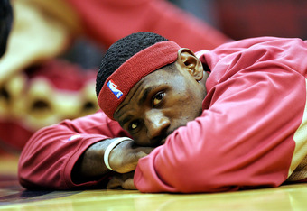 EAST RUTHERFORD, NJ - DECEMBER 22:  LeBron James of the Cleveland Cavaliers relaxes before a game against the New Jersey Nets during their game on December 22, 2004 at the Continental Airlines Arena in East Rutherford, New Jersey.  NOTE TO USER:  User exp