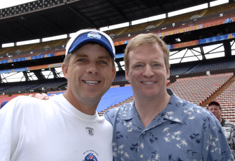 New Orleans Saints coach Sean Payton with NFL commissioner Roger Goodell during the Ohana Day  AFC practice for the 2007 Pro Bowl at Aloha Stadium, Honolulu, Hawaii on February 9, 2007.  (Photo by Al Messerschmidt/Getty Images)
