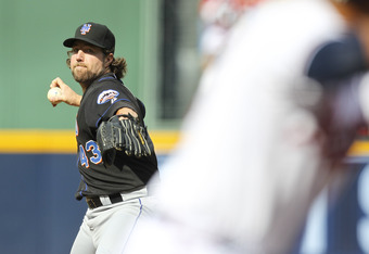 ATLANTA, GA - SEPTEMBER 17: R.A. Dickey #43 of the New York Mets pitches in the first inning of the game against the Atlanta Braves at Turner Field on September 17, 2011 in Atlanta, Georgia. The Braves beat the Mets 1-0.  (Photo by Daniel Shirey/Getty Ima