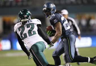 SEATTLE - DECEMBER 01:  Running back Marshawn Lynch #24 of the Seattle Seahawks rushes against Asante Samuel #22 of the Philadelphia Eagles at CenturyLink Field on December 1, 2011 in Seattle, Washington. (Photo by Otto Greule Jr/Getty Images)