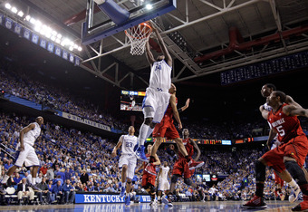 LEXINGTON, KY - DECEMBER 31:  Michael Kidd-Gilchrist #14 of the Kentucky Wildcats dunks the ball during the 69-62 win over the Louisville Cardinals at Rupp Arena on December 31, 2011 in Lexington, Kentucky.  (Photo by Andy Lyons/Getty Images)