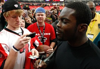Mike Vick still had fans when he returned to Atlanta in an Eagles uniform