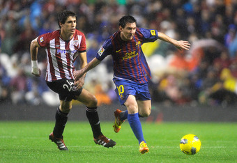 BILBAO, SPAIN - NOVEMBER 06:  Lionel Messi of FC Barcelona (R) duels for the ball with Javi Martinez of Athletic Club during the La Liga match between Athletic Club and FC Barcelona at San Mames Stadium on November 6, 2011 in Bilbao, Spain.  (Photo by Dav