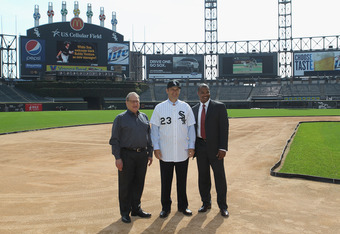 CHICAGO, IL - OCTOBER 11: Robin Ventura, the new manager of the Chicago White Sox, poses with Chairman Jerry Reinsdorf (L) and general manager Kenny Williams following an introductory press conference at U.S. Cellular Field on October 11, 2011 in Chicago,