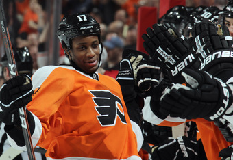 PHILADELPHIA, PA - MARCH 22:  Wayne Simmonds #17 of the Philadelphia Flyers celebrates his game winning goal in the shootout against the Washington Capitals at the Wells Fargo Center on March 22, 2012 in Philadelphia, Pennsylvania. The Flyers defeated the