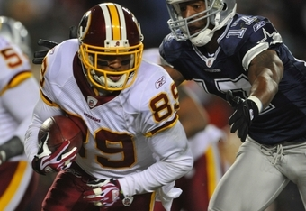 LANDOVER, MD - DECEMBER 21: Wide receiver Santana Moss #89 of the Washington Redskins runs with the ball after a catch against the Dallas Cowboys at FedEx Field on December 27, 2009 in Landover, Maryland. (Photo by Larry French/Getty Images)