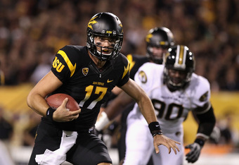 TEMPE, AZ - SEPTEMBER 09:  Quarterback Brock Osweiler #17 of the Arizona State Sun Devils rushes the football against the Missouri Tigers during the college football game at Sun Devil Stadium on September 9, 2011 in Tempe, Arizona.  (Photo by Christian Pe