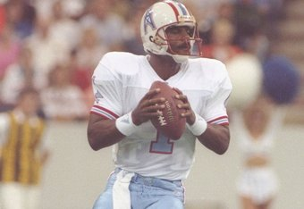 13 Sep 1992:  Quarterback Warren Moon of the Houston Oilers looks to pass the ball during a game against the Indianapolis Colts at the Hoosier Dome in Indianapolis, Indiana.  The Oilers won the game, 20-10. Mandatory Credit: Gary Mook  /Allsport