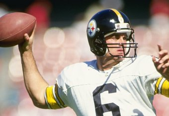 21 Oct 1990:  Quarterback Bubby Brister of the Pittsburgh Steelers looks to pass the ball during a game against the San Francisco 49ers at Candlestick Park in San Francisco, California.  The 49ers won the game, 27-7. Mandatory Credit: Otto Greule Jr.  /Al