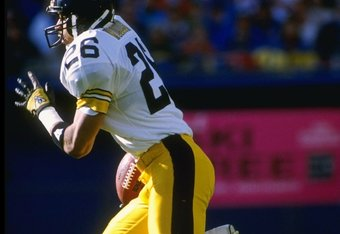 5 Nov 1989:  Defensive back Rod Woodson of the Pittsburgh Steelers moves the ball during a game against the Denver Broncos at Mile High Stadium in Denver, Colorado.  The Broncos won the game, 34-7. Mandatory Credit: Tim DeFrisco  /Allsport