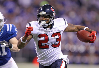 INDIANAPOLIS, IN - DECEMBER 22:  Arian Foster #23 of the Houston Texans runs with the ball during the NFL against the Indianapolis Colts at Lucas Oil Stadium on December 22, 2011 in Indianapolis, Indiana.  (Photo by Andy Lyons/Getty Images)