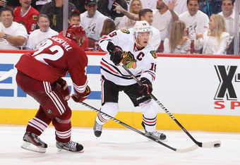 Hawks captain Jonathan Toews (r) returned for the first tiem since Feb. 19.