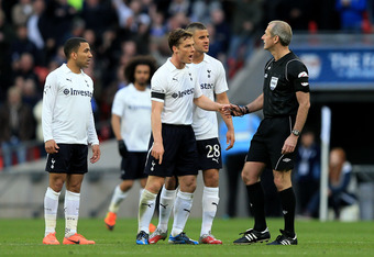 LONDON, ENGLAND - APRIL 15:  (L-R) Aaron Lennon, Scott Parker and Kyle Walker of Tottenham Hotspur appeal to referee Martin Atkinson after Juan Mata of Chelsea scores their second goal during the FA Cup with Budweiser Semi Final match between Tottenham Ho