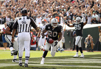 OAKLAND, CA - OCTOBER 16:  Darren McFadden #20 of the Oakland Raiders runs the ball in for a touchdown against the Cleveland Browns at O.co Coliseum on October 16, 2011 in Oakland, California.  (Photo by Ezra Shaw/Getty Images)