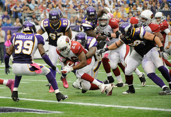 MINNEAPOLIS, MN - OCTOBER 9: Erin Henderson #50 of the Minnesota Vikings attempts a tackle as Beanie Wells #26 of the Arizona Cardinals scores a touchdown in the third quarter on October 9, 2011 at Hubert H. Humphrey Metrodome in Minneapolis, Minnesota. T