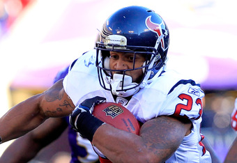 BALTIMORE, MD - JANUARY 15:  Arian Foster #23 of the Houston Texans runs the ball against the Baltimore Ravens during the second quarter of the AFC Divisional playoff game at M&T Bank Stadium on January 15, 2012 in Baltimore, Maryland. Baltimore won 20-13