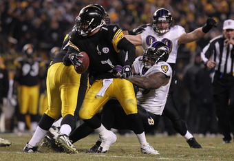 PITTSBURGH, PA - JANUARY 15:  Linebacker Terrell Suggs #55 of the Baltimore Ravens sacks quarterback Ben Roethlisberger #7 of the Pittsburgh Steelers in the fourth quarter of the AFC Divisional Playoff Game at Heinz Field on January 15, 2011 in Pittsburgh