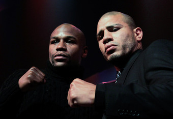 NEW YORK, NY - FEBRUARY 28: (L)  Floyd Mayweather and (R) Miguel Cotto pose at a press conference to promote their upcoming fight on May 5 at the MGM Grand in Las Vegas at the The Apollo Theater on February 28, 2012 in New York City.  (Photo by Chris Trot
