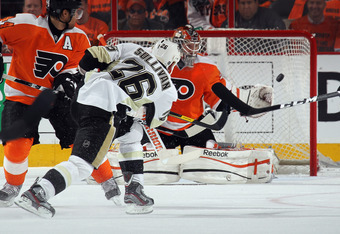 PHILADELPHIA, PA - APRIL 18:  Steve Sullivan #26 of the Pittsburgh Penguins scores a powerplay goal at 10:55 of the second period against Sergei Bobrovsky #35 of the Philadelphia Flyers the Philadelphia Flyers  in Game Four of the Eastern Conference Quart