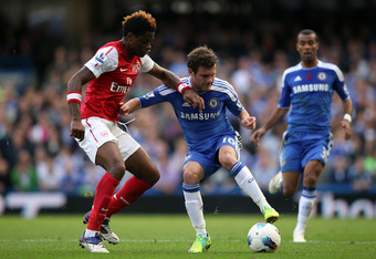 LONDON, ENGLAND - OCTOBER 29: Juan Mata of Chelsea battles for the ball with during the Barclays Premier League match between Chelsea and Arsenal at Stamford Bridge on October 29, 2011 in London, England.  (Photo by Clive Rose/Getty Images)
