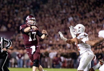 COLLEGE STATION, TX - NOVEMBER 24:  Ryan Tannehill #17 of the Texas A&M Aggies throws a pass against the Texas Longhorns in the first half of a game at Kyle Field on November 24, 2011 in College Station, Texas. (Photo by Darren Carroll/Getty Images)