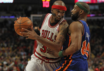 CHICAGO, IL - APRIL 10:  Richard Hamilton #32 of the Chicago Bulls moves against Baron Davis #85 of the New York Knicks at the United Center on April 10, 2012 in Chicago, Illinois. The Bulls defeated the Knicks 98-86. NOTE TO USER: User expressly acknowle