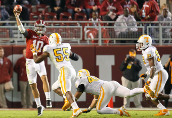 TUSCALOOSA, AL - OCTOBER 22:  AJ McCarron #10 of the Alabama Crimson Tide passes the ball on a screen play against Jacques Smith #55, Austin Johnson #40, and Ben Martin #99 of the Tennessee Volunteers at Bryant-Denny Stadium on October 22, 2011 in Tuscalo