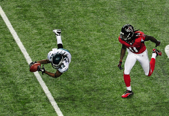 ATLANTA - SEPTEMBER 18: Asante Samuel #22 of the Philadelphia Eagles intercepts a pass intended for Julio Jones #11 of the Atlanta Falcons at the Georgia Dome on September 18, 2011 in Atlanta, Georgia. (Photo by Scott Cunningham/Getty Images)