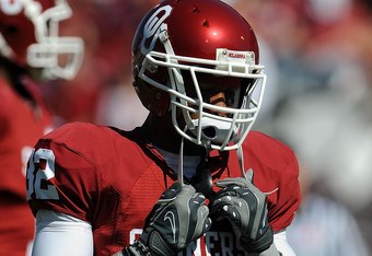 NORMAN, OK - OCTOBER 18:  Defensive back Jamell Fleming #32 of the Oklahoma Sooners during play against the Kansas Jayhawks at Memorial Stadium on October 18, 2008 in Norman, Oklahoma.  (Photo by Ronald Martinez/Getty Images)