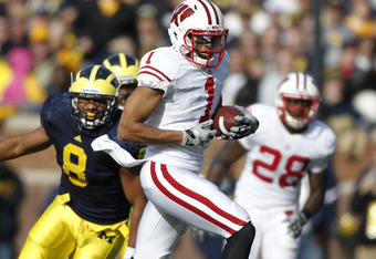 ANN ARBOR, MI - NOVEMBER 20:  Nick Toon #1 of the Wisconsin Badgers runs after a second quarter catch in front of Jonas Mouton #8 of the Michigan Wolverines at Michigan Stadium on November 20, 2010 in Ann Arbor, Michigan.  (Photo by Gregory Shamus/Getty I