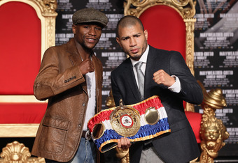 HOLLYWOOD, CA - MARCH 01:  Floyd Mayweather and Miguel Cotto pose at a press conference to promote their upcoming fight on May 5 at the MGM Grand in Las Vegas at Grauman's Chinese Theatre on March 1, 2012 in Hollywood, California.  (Photo by Jeff Gross/Ge