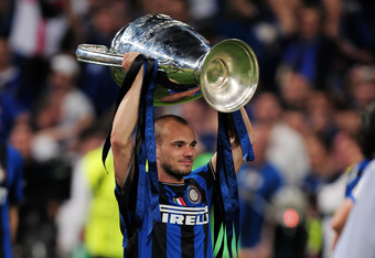 Sneijder hoisting the 2010 Champions League trophy aloft.