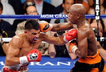 LAS VEGAS, NV - SEPTEMBER 17:  (R-L) Floyd Mayweather Jr. and Victor Ortiz exchange blows during their WBC welterweight title fight at the MGM Grand Garden Arena on September 17, 2011 in Las Vegas, Nevada.  (Photo by Ethan Miller/Getty Images)