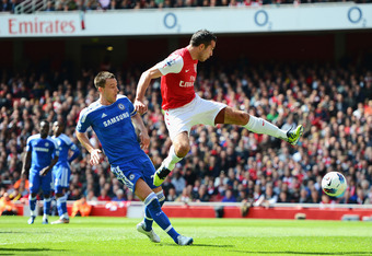 LONDON, ENGLAND - APRIL 21:  Robin van Persie of Arsenal misses a chance at goal watched by John Terry of Chelsea during the Barclays Premier League match between Arsenal and Chelsea at Emirates Stadium on April 21, 2012 in London, England.  (Photo by Mik