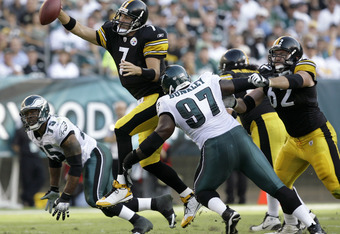 PHILADELPHIA - SEPTEMBER 21: Broderick Bunkley #97 of the Philadelphia Eagles moves in to tackle Ben Roethlisberger #7 of the Pittsburgh Steelers during the first half on September 21, 2008 at Lincoln Financial Field in Philadelphia, Pennsylvania. (Photo