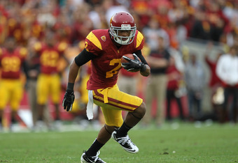 LOS ANGELES, CA - NOVEMBER 12:  Wide receiver Robert Woods #2 of the USC Trojans carries the ball against the Washington Huskies at the Los Angeles Memorial Coliseum on November 12, 2011 in Los Angeles, California.  USC won 40-17.  (Photo by Stephen Dunn/